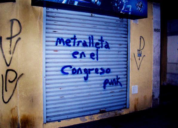 metralleta en el congreso punk